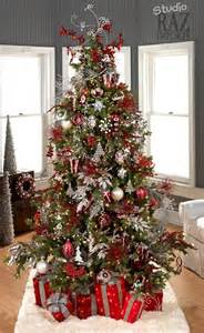 tree silver white: white christmas tree with red and silver decorations nice decoration