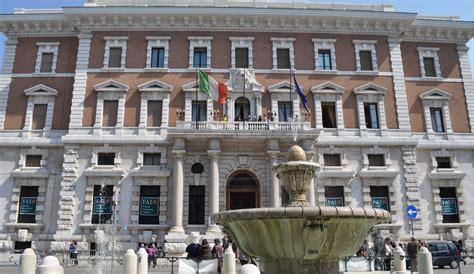 banca sud lavora con noi banca d italia sale divario sud nord