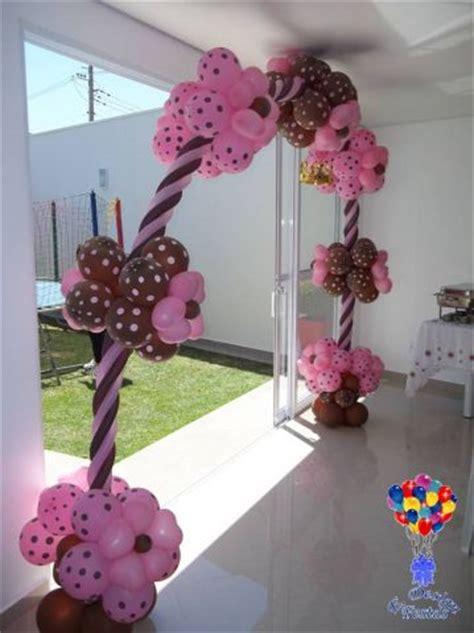 arcos e traves de balões e. design festas