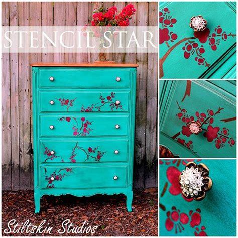 decorative painting on furniture best 25 chalk painted dressers ideas on pinterest
