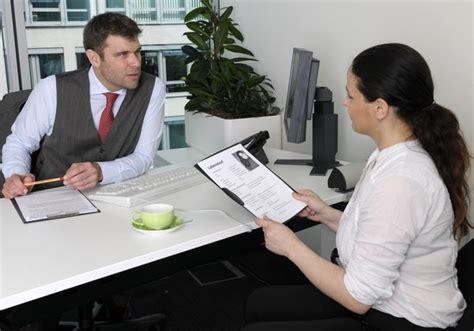Bewerbungsgesprach Fragen Chef Erlaubte Fragen Im Bewerbungsgespr 228 Ch B Z Berlin