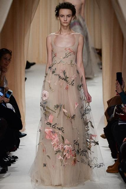 Ophelia Fancy Catwalk Pictures by Valentino Look 43 Fashion Land
