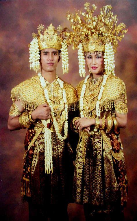 Nama Baju Daerah Riau gambar dan nama pakaian adat tradisional dari 33 provinsi di indonesia