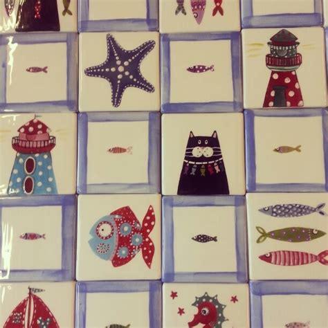 piastrelle decorate a mano oltre 25 fantastiche idee su piastrelle dipinte su