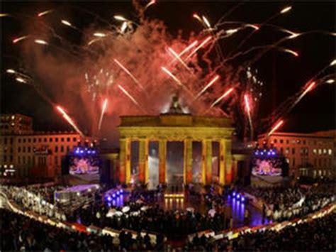 new years in berlin berlin new years fireworks events open air brandenburg gate live nye