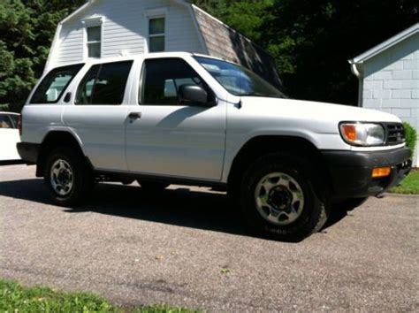 96 nissan xe sell used 1996 nissan pathfinder xe sport utility 4 door 3
