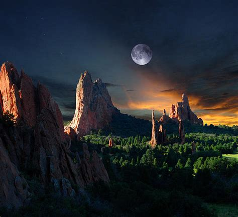 Garden Of The Gods Light Show Morning Light At The Garden Of The Gods With Moon By