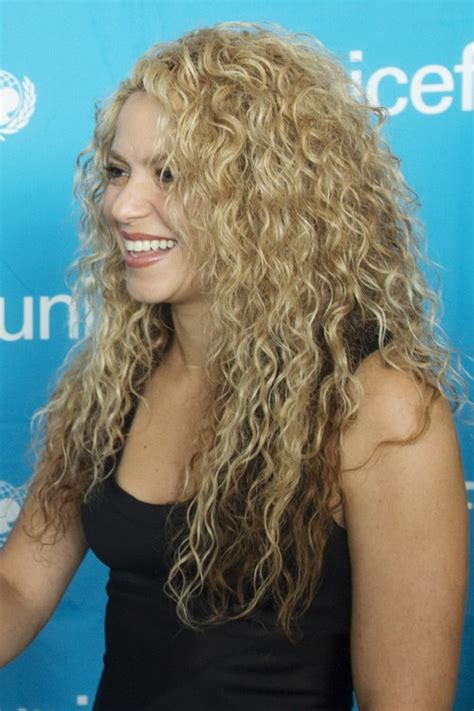 shakira s hair is amazing hair pinterest what color is shakira s hair 2015 opening ceremony front