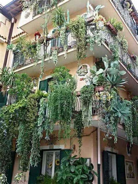 decorazioni con fiori decorare il balcone con i fiori 20 bellissimi esempi per