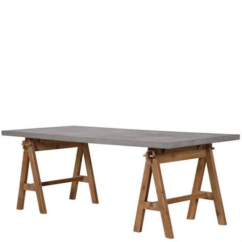 Grauer Schreibtisch