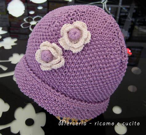fiore di ai ferri cappellino neonato fatto ai ferri con fiori all uncinetto