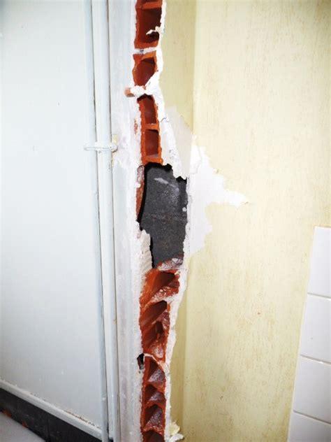 Refaire Platre Mur by Comment R 233 Parer Mur Voir Photo Jointe