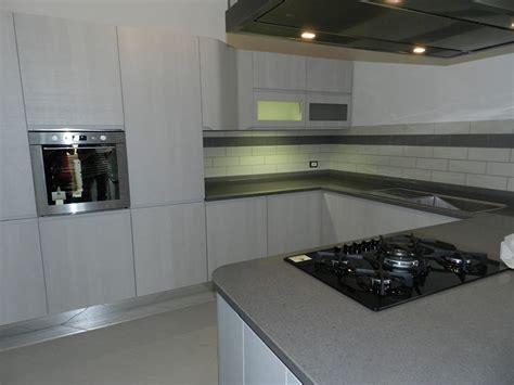piastrelle per piano cucina piastrelle per piano cucina idee di design per la casa
