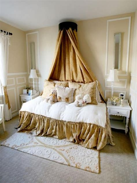 room canopy crown canopy daybed gt gt http www hgtv designers portfolio room eclectic living rooms 9588