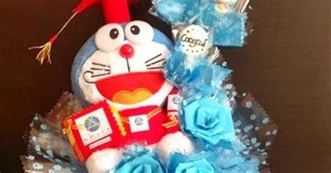 Buket Boneka Doraemon With 3 kabowi produsen boneka wisuda plakat souvenir graduation kado hadiah anniversary ultah