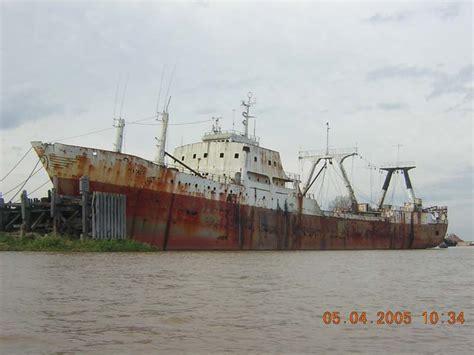 un barco pesquero recolecta 800 el buque pesquero de altura quot mataco quot corren rios de