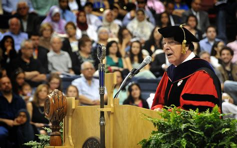 Uconn Mba Class Profile by Nobel Prize Winner Shares Business Wisdom At Commencement
