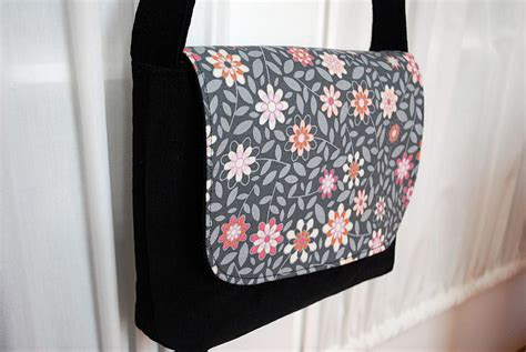 free sewing pattern purse bag tote tapestry shoulder bag kid sized messenger bag free pattern and sewing tutorial