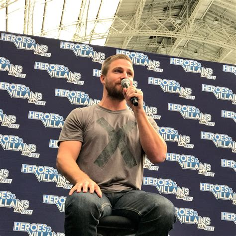 heroes and villains fan fest 2017 stephen amell praises the spirit of fans at london event