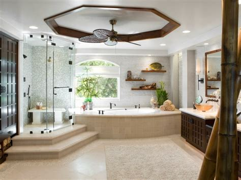 Supérieur Idee Deco Salle De Bain #1: 1d%C3%A9co-salle-de-bain-spa-traditionnelle-%C3%A9l%C3%A9ments-d%C3%A9coratifs-charmants-dans-une-salle-de-bain-spacieuse.jpeg