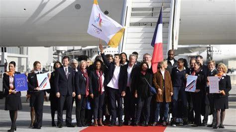 anne hidalgo les membres de la delegation olympique arrivent au video jo 2024 de retour 224 paris la d 233 l 233 gation