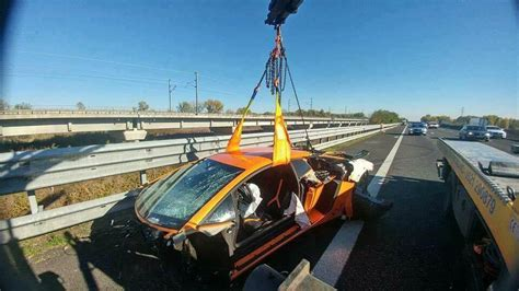 Italian Lamborghini Crash Lamborghini Aventador Sv Torn Apart In High Speed Crash In