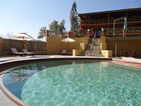 swimmingpool klein klein aus vista namibia desert inn