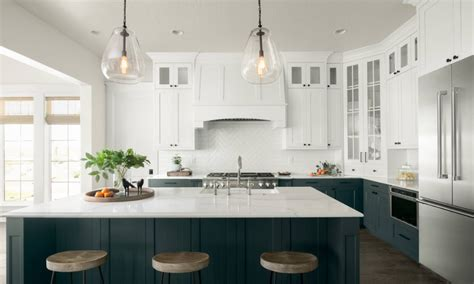 two tone kitchen cabinets trend here s how to get in on the two toned kitchen cabinet trend
