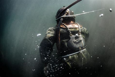 photos divers plunge in historic gear photo red bull