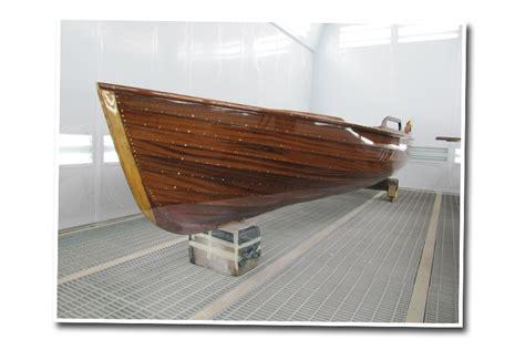 Yacht Holz Lackieren w 252 rth werft boote lackieren streichen