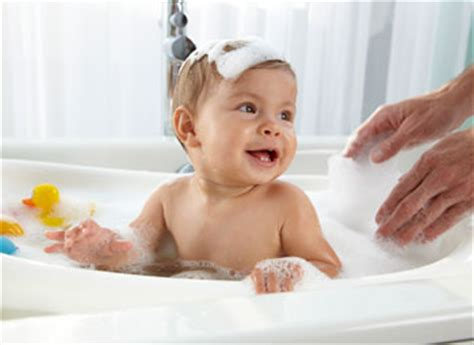 Babies In A Bathtub by Bathtub Guide Baby Bathtubs What To Buy Disney Baby