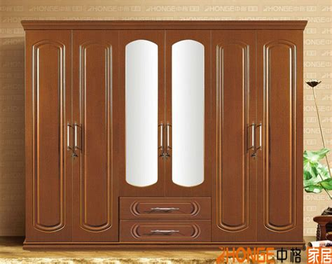 Luxury Wardrobe Designs by Luxury Bedroom Wooden Wardrobe Door Designs 9202 6 View