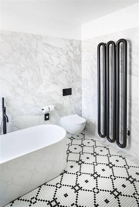 pavimento marmo bianco e nero pi 249 di 25 fantastiche idee su bagni in bianco e nero su