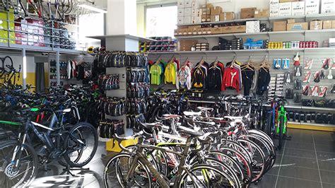 negozio bici pavia arredamento negozio di biciclette arredo negozio cicli