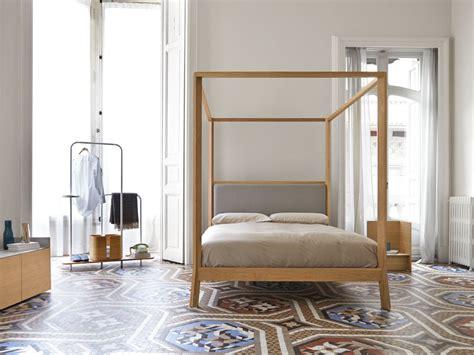 letto matrimoniale a baldacchino legno breda letto a baldacchino by punt design borja garcia