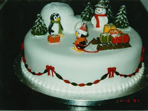 novelty penguin and igloo christmas cake 171 susie s cakes