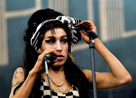 Popbytes Black by Who Let Winehouse Perform Today Popbytes