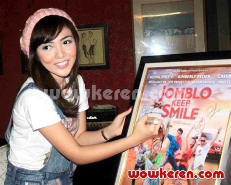 cerita film jomblo keep smile foto bella shofie di jumpa pers film jomblo keep smile