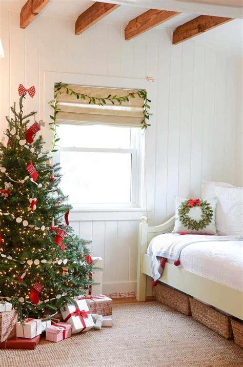 ways  create  christmas wonderland   bedroom