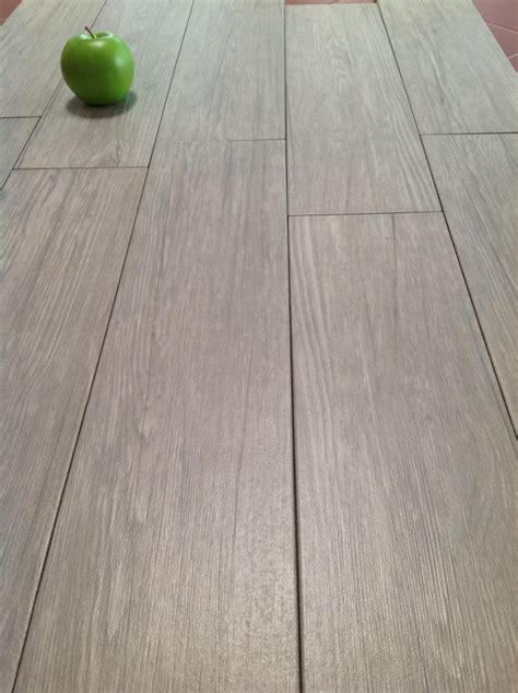 piastrelle sembrano parquet ojeh net pavimenti per interni finto legno
