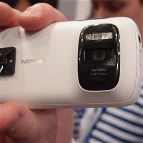 hands on with the 41 megapixel nokia pureview 808 | news