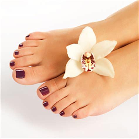 Soothing Color Luxury Gel Pedicure Kallea Beauty Salon In Lyne Surrey
