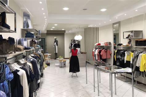 cerco arredamento negozio allestimento negozi abbigliamento agor 224 allestimenti