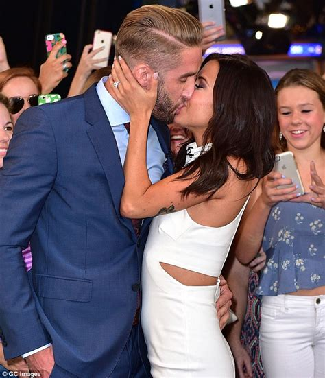 samantha hoopes and shawn booth kaitlyn bristowe and shawn booth steal a kiss in times