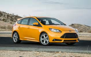 2013 ford focus st front three quarter photo 4