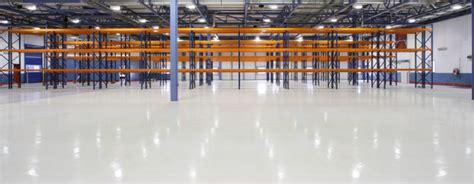 pavimenti in resina industriali pavimenti industriali a confronto cemento resina o pvc