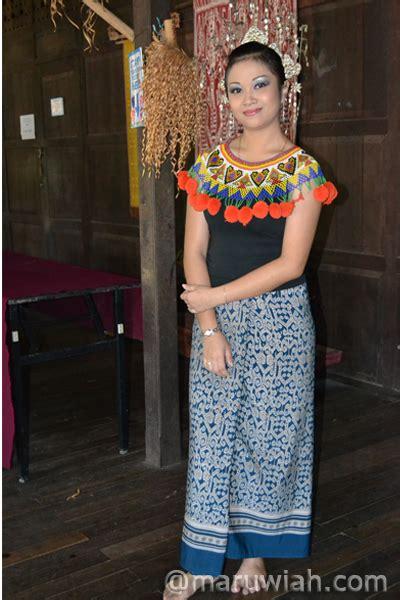 pakaian tradisional etnik sarawak maruwiah ahmat