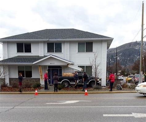 white house mortgages vernon pickup smashes into vernon business infonews