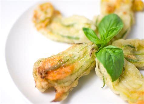 fiori di zucca fritti in pastella fiori di zucca fritti in pastella 2 7 5