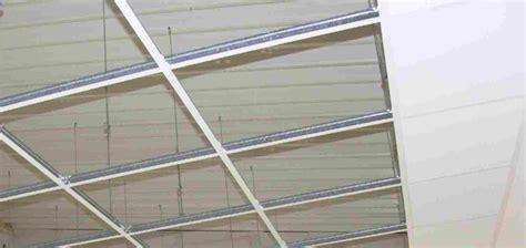 Faux Plafond Suspendu En Dalles Tout Sur Le Plafond Suspendu Faux Plafonds Et Plafonds